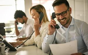 Имеет ли право банк звонить родственникам должника: что делать если звонят из банка по кредиту родственника?